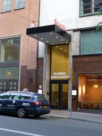 Scandic Kungsgatan : 入口はクングス通りに面しています.