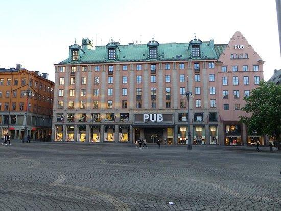 Scandic Kungsgatan : PUBの4階以上がホテルです.