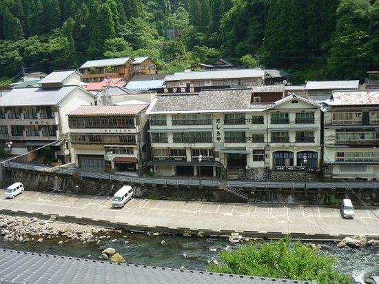 Hizenya Daishizen : 営業していない宿が多い