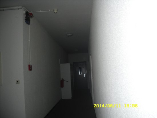 Alecsa Hotel am Olympiastadion: Shot of dark hallway