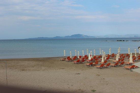 Almira Hotel: Пляж, чистый.