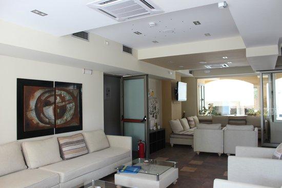 Almira Hotel: Холл