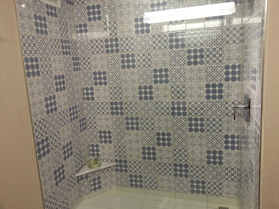 The Westin Cleveland Downtown: Large tiled shower, but not good place to hold soap