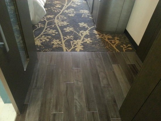 The Westin Cleveland Downtown: Beautiful floors