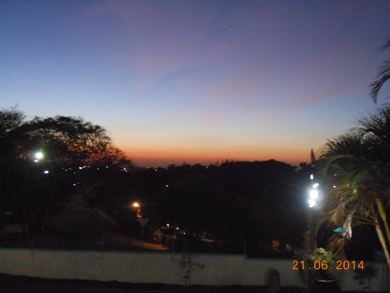 T & T Bed and Breakfast: What a great way to start the day with a cup of coffee watching the sun rise