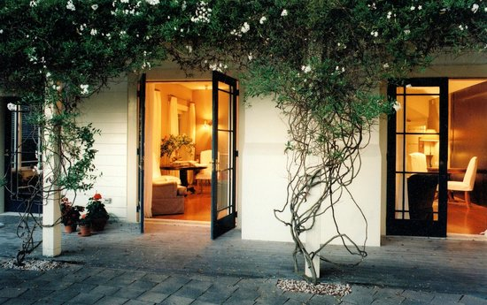 The Martinborough Hotel: Napoleon Lounge from outside