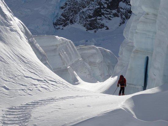 Southern Alps Guiding : Canyon Land Tasman Glacier Skiing - Photo Charlie Hobbs