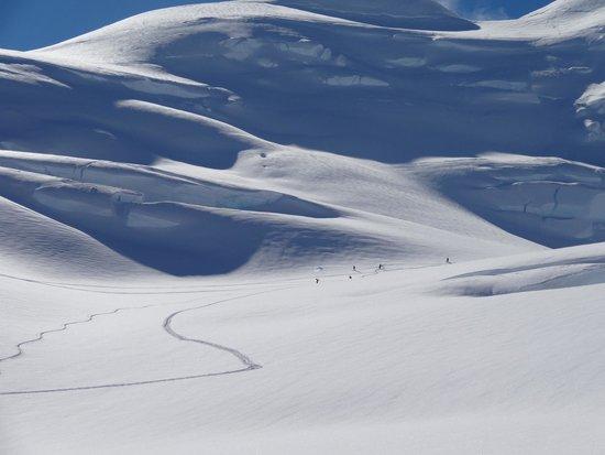 Southern Alps Guiding : Skiing Back Basins Tasman Glacier Skiing - Photo Charlie Hobbs