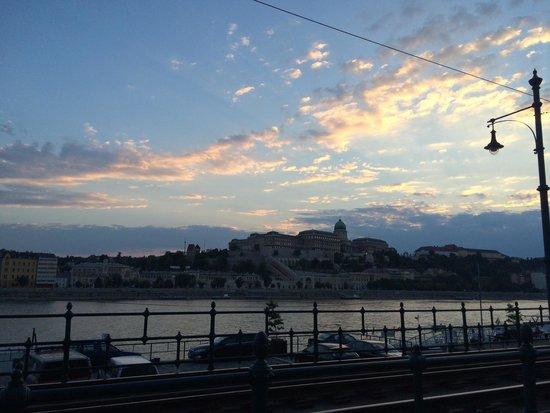 Danube: Fim de tarde da primavera no Danúbio
