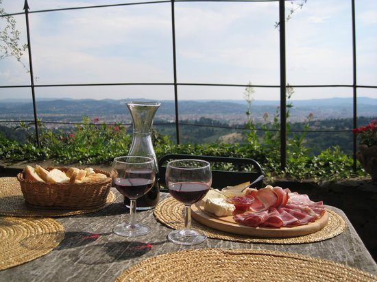 Pensione Bencista : Wine, cheese, meats, and relaxation