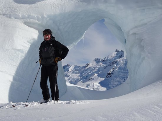 Southern Alps Guiding : Tasman Glacier Skiing - Photo Charlie Hobbs