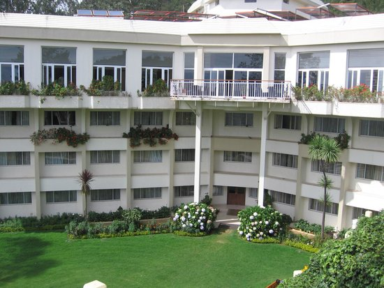 Sinclairs Retreat Ooty: Front view of the resort