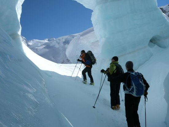 Southern Alps Guiding: Ice Cave Tasman Glacier Skiing - Photo Charlie Hobbs