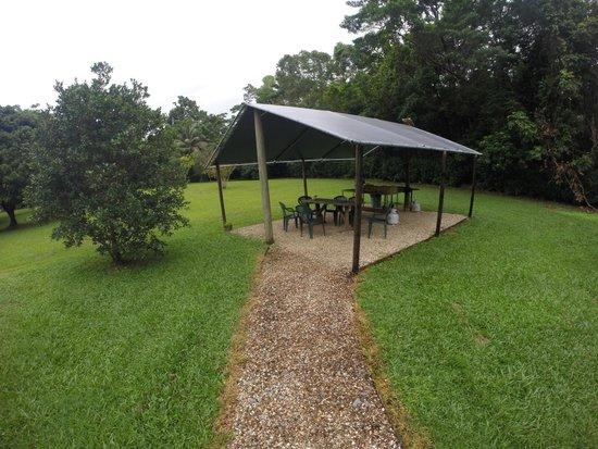 Daintree Rainforest Bungalows: BBQ area
