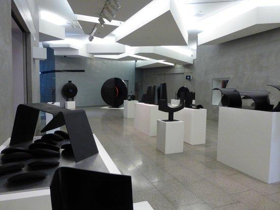 The Ian Potter Centre: NGV Australia: Art display