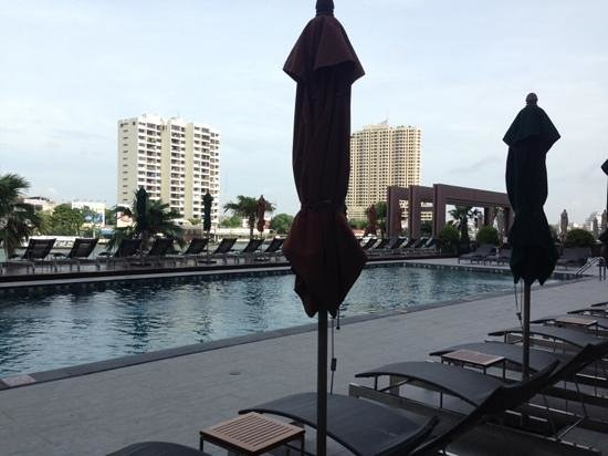 Royal Orchid Sheraton Hotel & Towers : i like tht theres a separate, quiet adult pool here