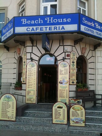 Beach House Cafe: This was the first place we stopped at, we was impressed with how clean it was, the food is all