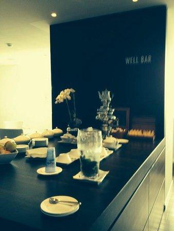 Hotel Vitznauerhof : Bar du spa avec divers thés, fruits et eau fraîche