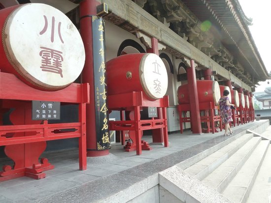 Drum Tower (Gulou) : drum tower