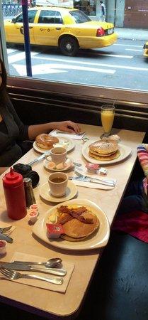 Ellen's Stardust Diner : 50$ Frühstück