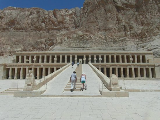 Nile River: Hatshepsut temple