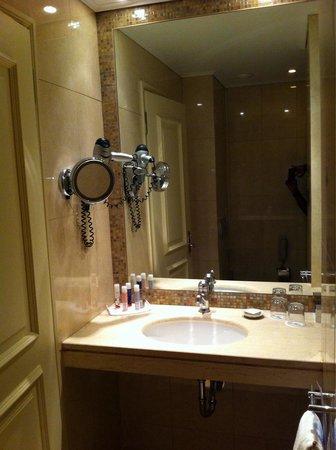 Pallas Athena Grecotel Boutique Hotel: Bathroom