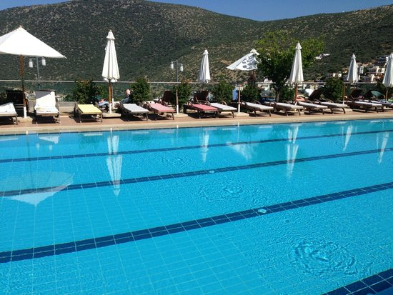 Happy Hotel Kalkan : Pool with mountains in background