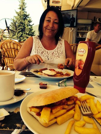 Greasy Spoon Restaurant: Chip butty for me full English for mum! Lovely!