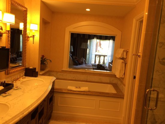 Fairmont Grand Del Mar: Bathroom to Bedroom