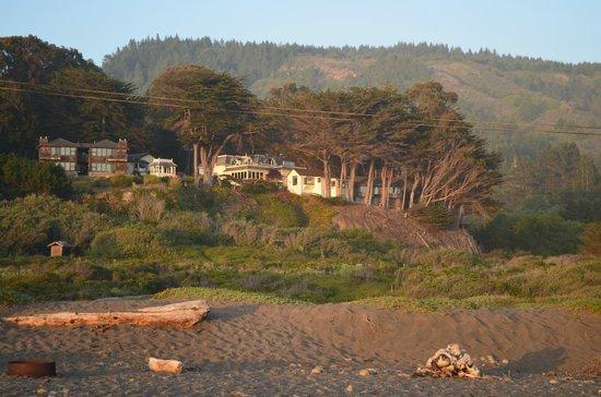 The Elk Cove Inn & Spa : View of Inn from beach