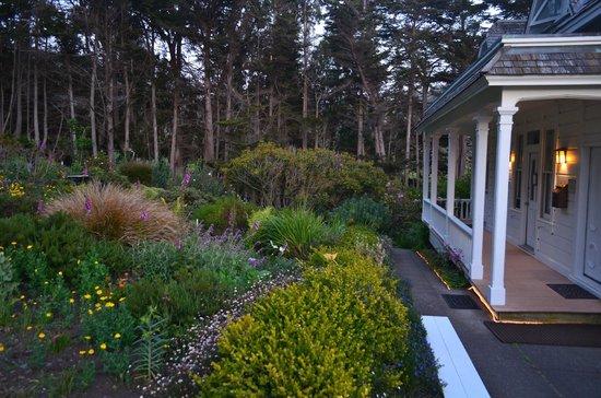 The Elk Cove Inn & Spa: Garden
