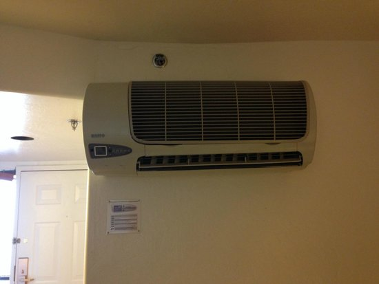 Canyon Plaza Resort: The noisy air conditioner that didn't really work