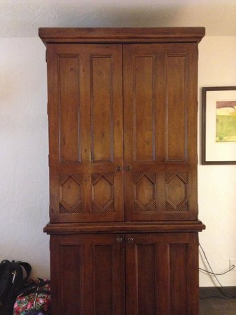 Canyon Plaza Resort: TV armoire