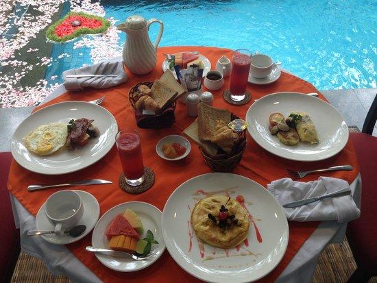 Royal Kamuela: Breakfast