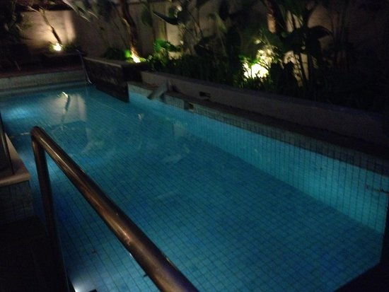 Royal Kamuela: Swimming Pool
