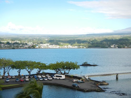 Castle Hilo Hawaiian Hotel: Hilo across bay