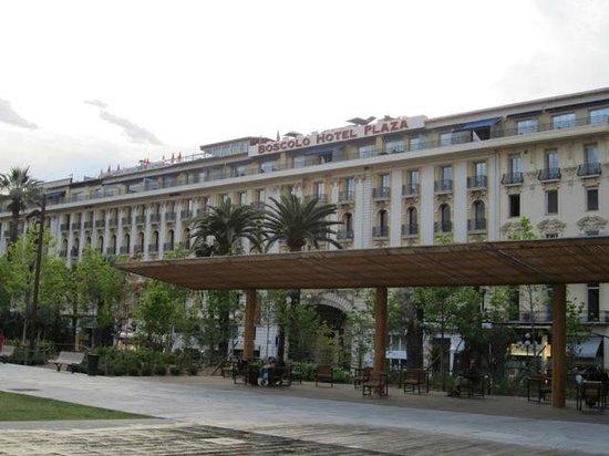 Hotel Plaza: 建物