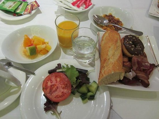 B4 Plaza Nice: 朝食は豪華