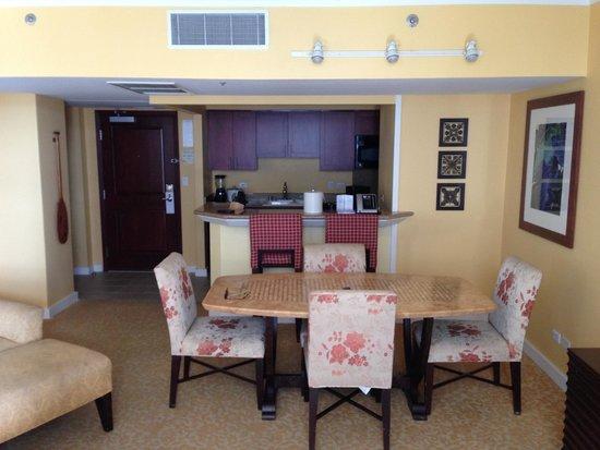 Hilton Grand Vacations at Hilton Hawaiian Village: Living Room