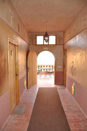 Maison D'hôtes Restaurant Chez L'Habitant Amazigh : vom Gang aus auf die Terrasse mit super Ausblick