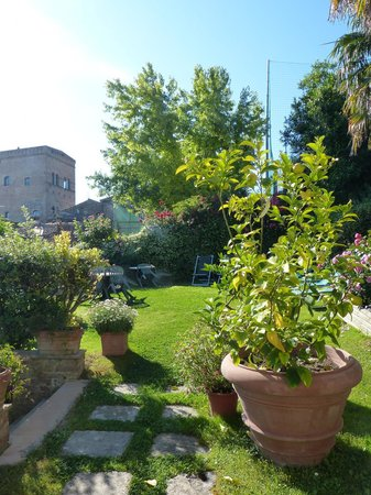 Locanda La Mandragola: Hotel garden
