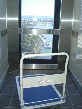 Capricorn One: Lift + Trolley