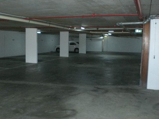 Capricorn One: Garage