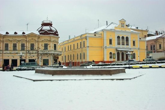 Filarmonii Square