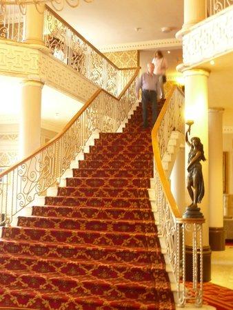 Clanree Hotel: Treppe in den ersten Stock