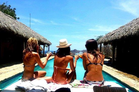 Casa De Olas: Cocktails by the pool