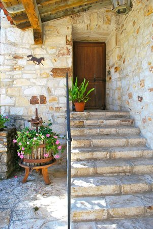 Holman Ranch: Casa Escondida's natural Carmel stone
