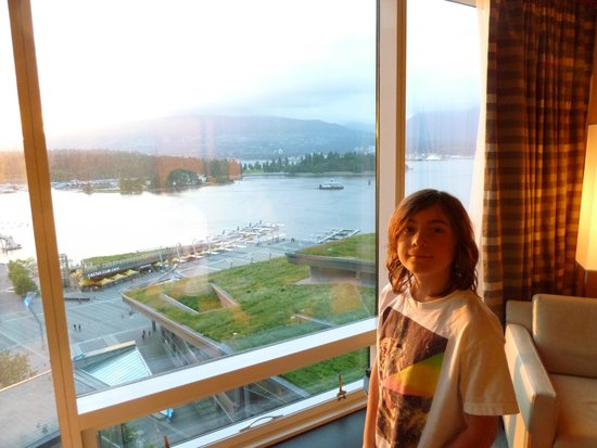 Fairmont Pacific Rim: View of floatplanes harbour and mountains