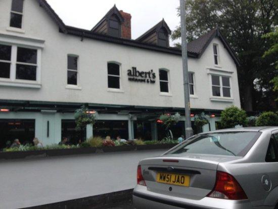 Albert's Restaurant & Bar: Outside
