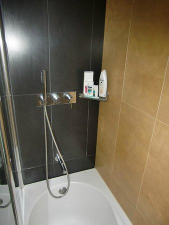 Hotel Alif Avenidas : Dusche 2